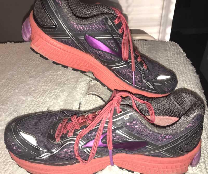 Brooks Womens Ghost 8 Sneakers Black-Red