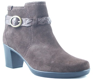 Clarks Narrative Scheme Act Q Round Toe Suede Ankle Boot