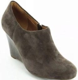 Clarks Purity Frost Womens Wedge Ankle Bootie Review