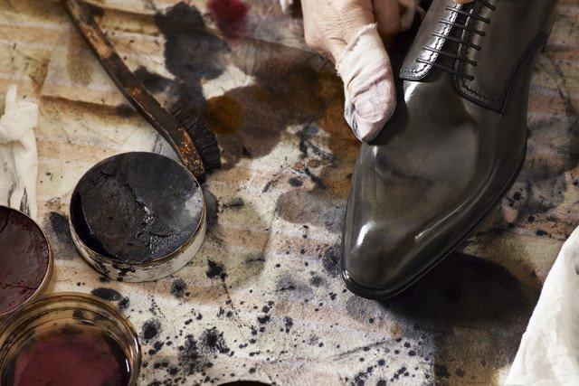 black LV shoe