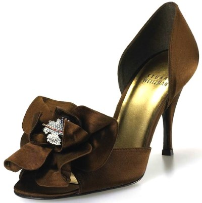 heeled pump with decorative flower