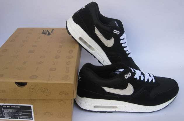 nike black sneakers with box
